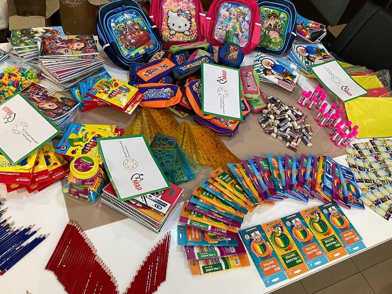 تهیه و توزیع 400 بسته لوازم التحریر میان دانش آموزان کم برخوردار، توسط موسسه خیریه نیک گامان جمشید