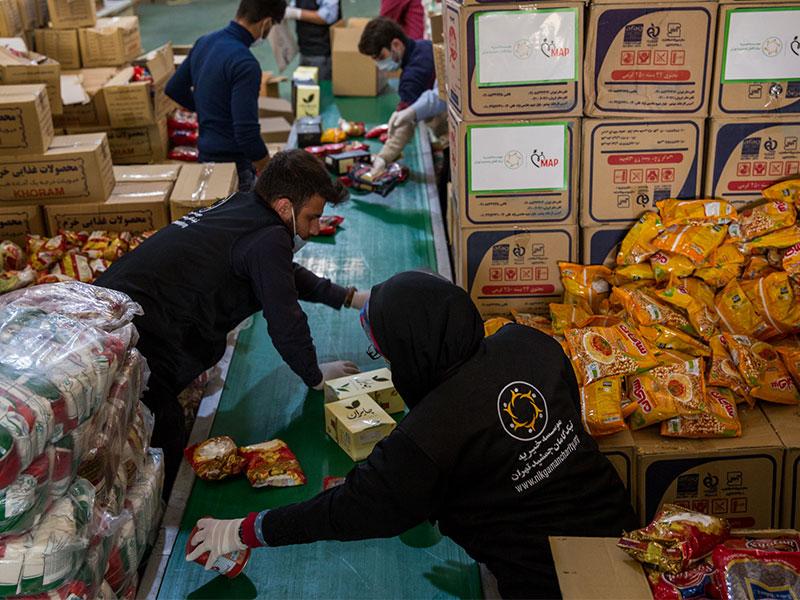 تهیه و توزیع 1100 بسته کامل مواد غذایی توسط موسسه خیریه نیک گامان جمشید