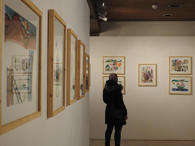 نمایشگاه رنگ بر سنگ، نمایش آثار برگزیده کودکان آسیب دیده از زلزله